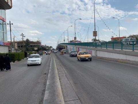 بالفيديو.. قوات مكافحة الشغب تعيد فتح مجسر الضريبة امام حركة السيارات في كربلاء