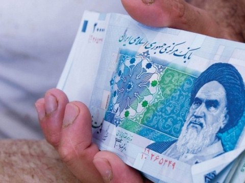 التومان الإيراني يواصل هبوطه ويسجل انهيارا قياسيا جديدا